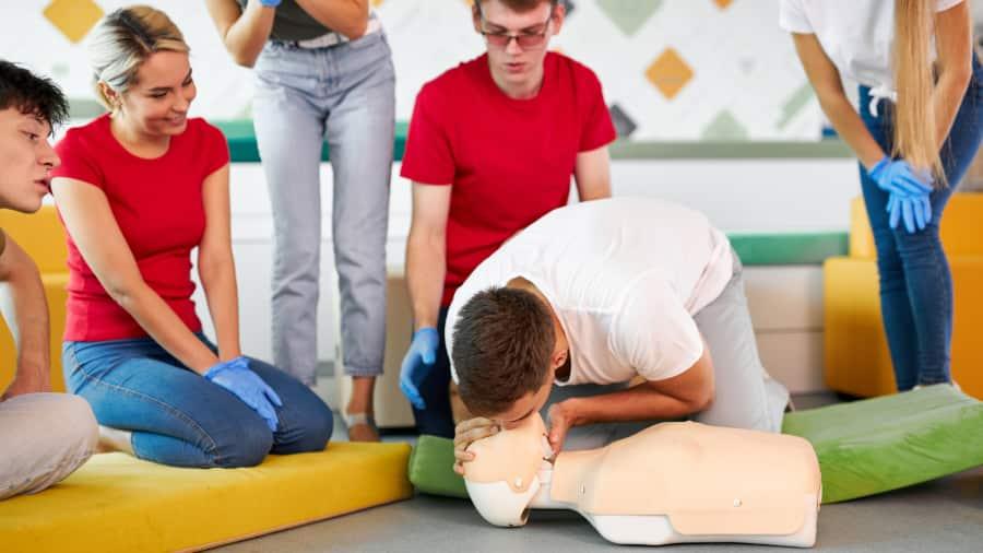 Kurs i första hjälpen räddar liv